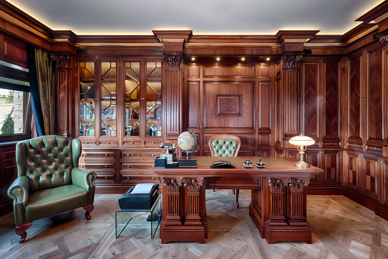 Klasyczny mahoniowy gabinet